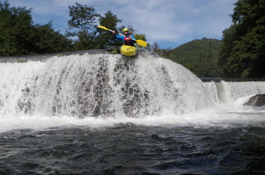 Patrick sautant l'un des barrages